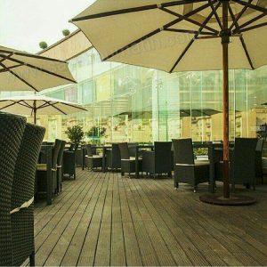 سایبان چتری در فضای باز